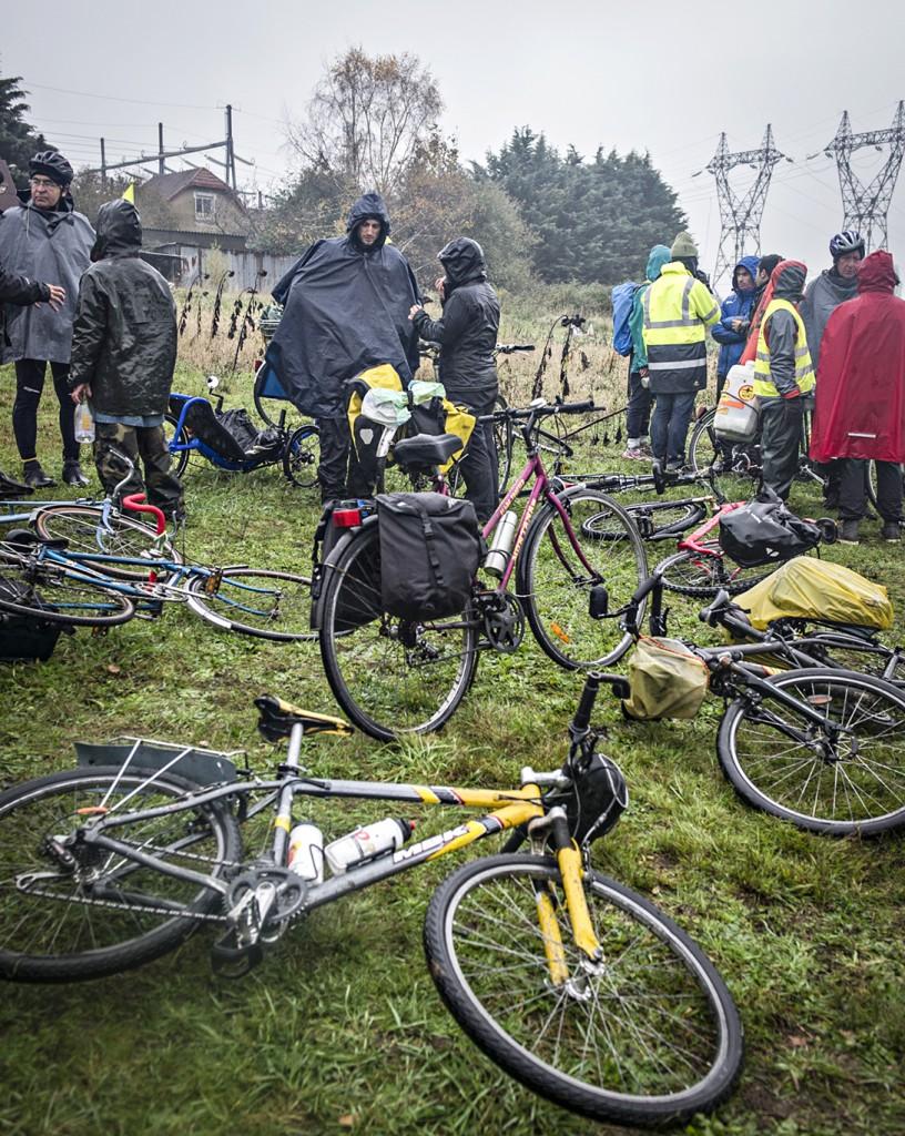 Convoi tracto vélo Cap sur la Cop, 24 novembre 2015, étape de La Flèche au Mans.Halte solidaire au jardin de Bener près du Mans.